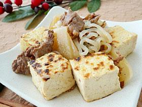 焼き堅とうふで作る「肉とうふ」
