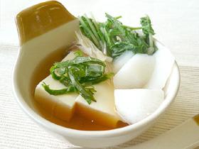 絹とうふで湯豆腐